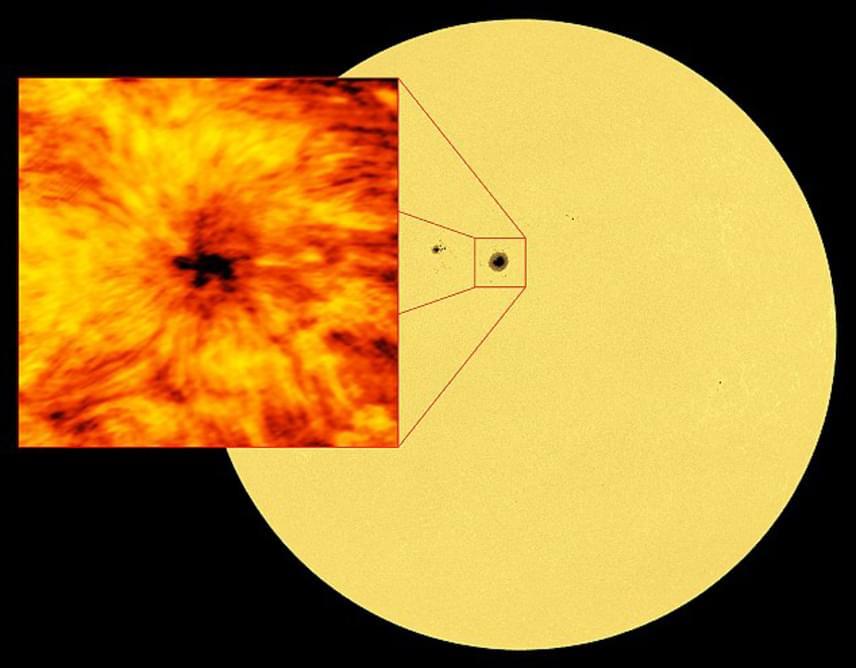 A NASA-fotó remekül érzékelteti, mekkora területről van szó a Nap egészéhez képest. Egy átlagos napfolt mérete nagyjából a Föld átmérőjével egyezik meg, az ALMA-teleszkópok által felfedezett viszont kétszer nagyobb a megszokottnál.