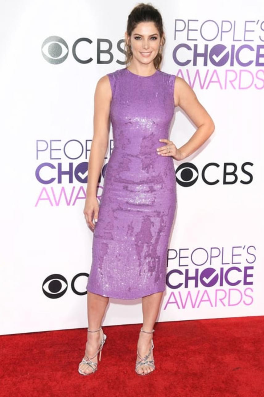 Ashley Greene ruhája sem nyerte el a rajongók tetszését - sem a színnel, sem az anyaggal, de még a hosszával sem voltak elégedettek.