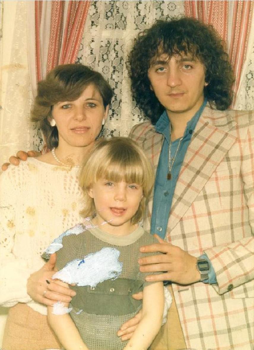 Zámbó Jimmy fiai régi fotókat is mutattak a műsorban: ezen a képen Krisztián, édesanyja és édesapja látható.