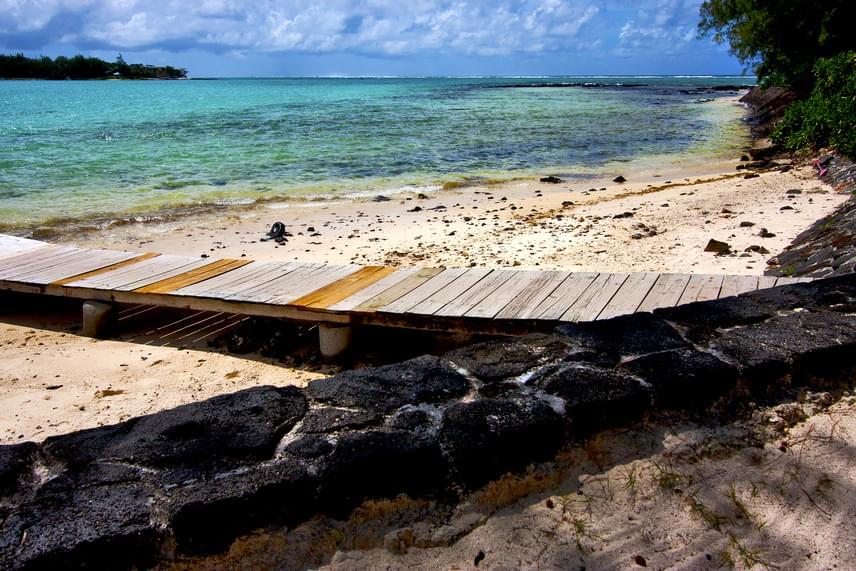 Blue Bay, Mauritius                         Mauritius apró strandja, a Blue Bay a búvárkodás szerelmeseinek kedvez. Az Indiai-óceánban elhelyezkedő kis szigetállam egyik leginkább ajánlott partja. Gyönyörű korallágyak és csodálatos víz alatti élet jellemzi.