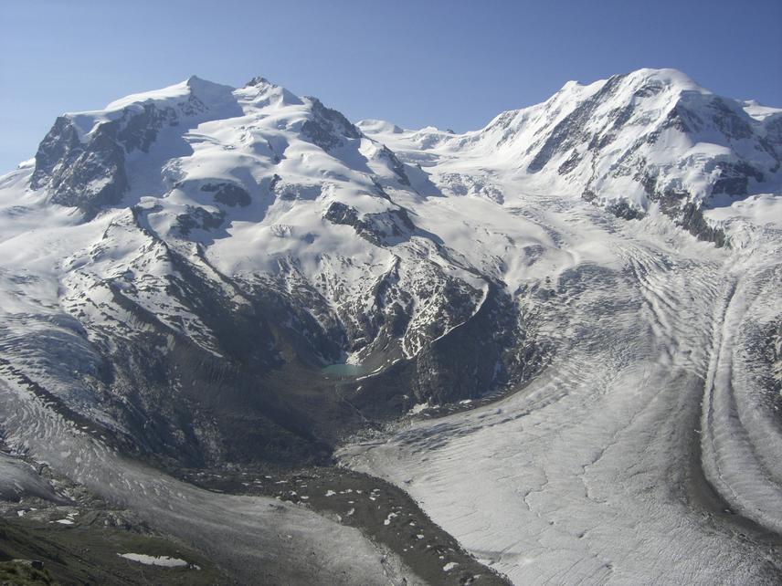 A svájci Alpokban található gleccserek csodálatos képződményei a hó és a jég munkájának. A gleccserkutatók folyamatos vizsgálatai kimutatták, hogy az 1 foknyi átlag hőmérséklet-emelkedés 1 méternyi gleccser visszahúzódást eredményez. A Zürichi Egyetem tanulmánya szerint 15 éves periódus alatt a svájci gleccserek 20%-a elolvadt. Ez katasztrofális eredménnyel lehet a Föld éghajlatára, legfőképpen a tengerek és óceánok vízszintemelkedésére. A tanulmány szerint a Mount Everest régiójában 2100-ra végleg eltűnhetnek a hatalmas és látványos jégfolyamok.