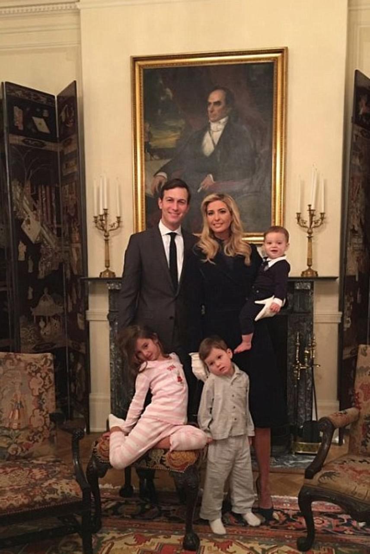 Ivanka Trump és gyönyörű családja a hagyomány szerint az elnök vendégházában, a Blair House-ban töltötte a tegnap éjszakát - azonban a saját otthonuk legalább olyan fényűző, mint a történelmi washingtoni lak. Kattints tovább, és nézd meg, hol él a család!