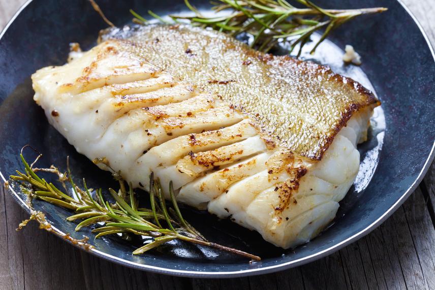 A hal is kiváló fehérjeforrás, ráadásul értékes zsírsavakat is tartalmaz. A tőkehalból és a lazacból 100 gramm 24 gramm fehérjét tartalmaz.