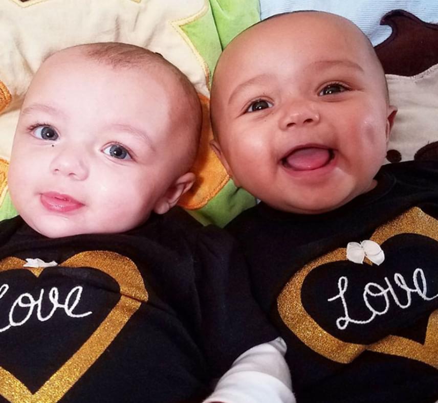 A BBC információi szerint igen ritka jelenség, hogy egy különböző bőrszínű párnak különböző bőrszínű ikrei szülessenek, az esély erre egy az ötszázhoz.