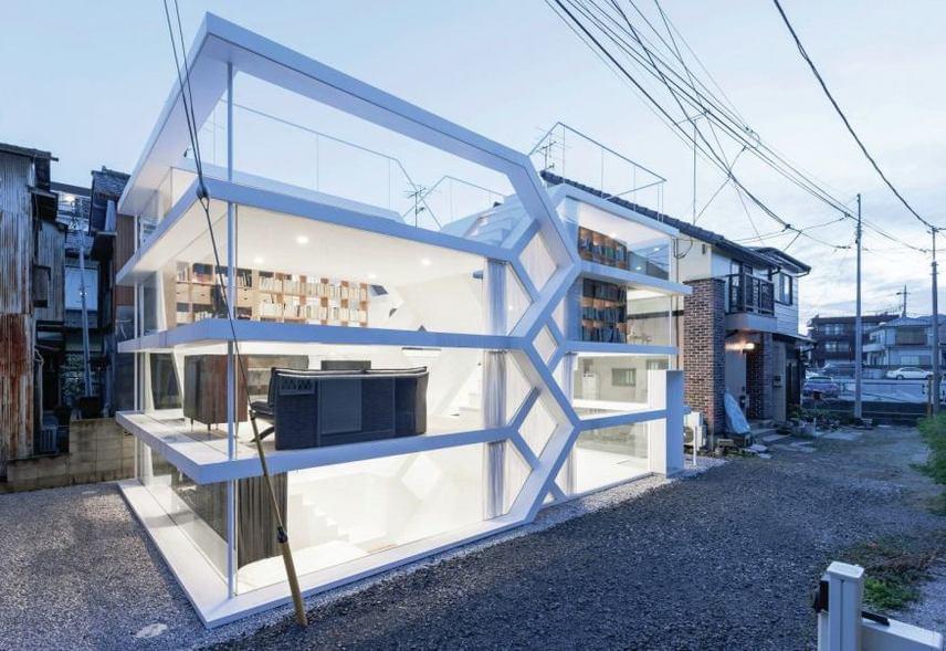 Amíg egyesek drasztikusan nyitottnak értékelik, mások vizuálisan lenyűgözőnek találják a japán építész elképzelését.