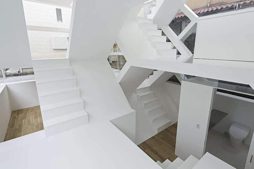 Az építész elképzelése szerint ez egy összetett, réteges hálózati közösségi tér. A ház belsejében található gerendák lehetővé tették, hogy az elektromos és mechanikus berendezéseket azokba helyezzék el.