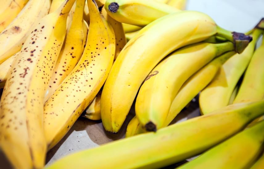 BanánNasinak is remek lehet egy finom, érett banán. 100 gramm banán 0,3 milligramm vasat tartalmaz. Nyolc hónapos babáknak már adható banán.
