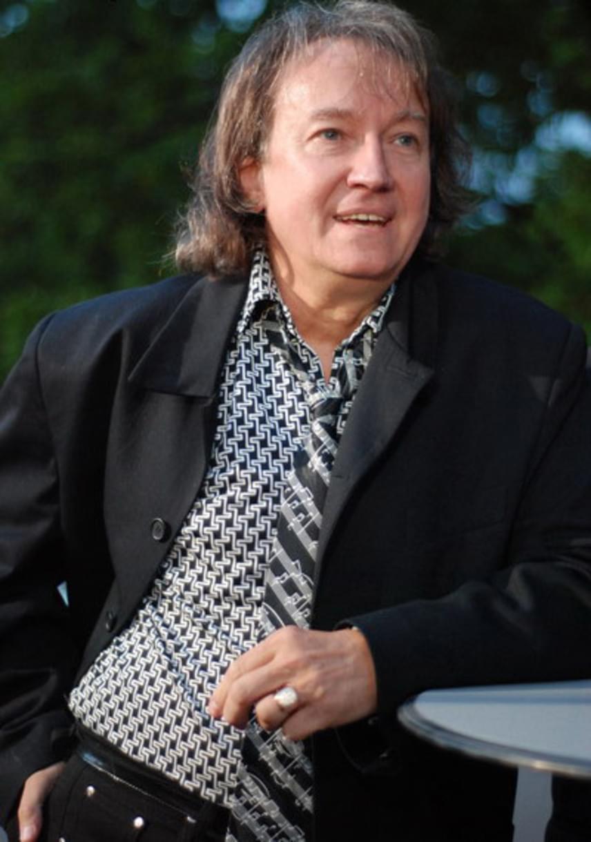 Kékes Zoltán zenész január 20-án hunyt el. 1968 és 1972 között a Gemini gitárosa, 1973-tól tíz évig a Hungária tagja volt. 1983-tól Dolly Roll gitárosaként, vezetőjeként és egyben menedzsereként tevékenykedett.