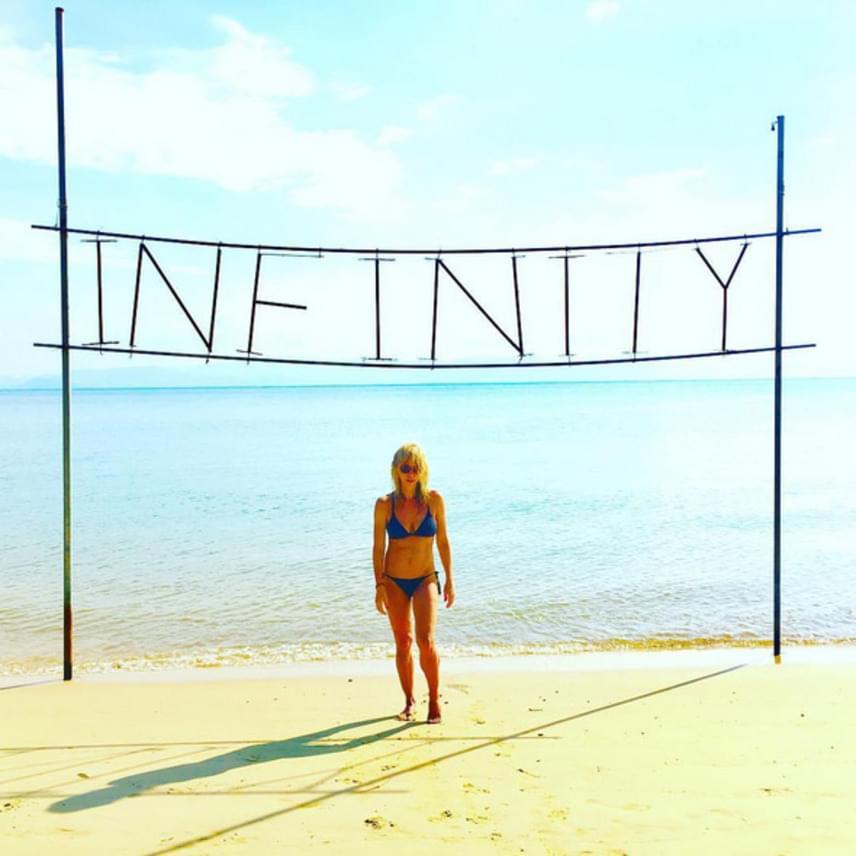 Péterfy Bori ma reggel ezt az irigylésre méltó bikinis képet posztolta magáról - 47 évesen elképesztően néz ki.