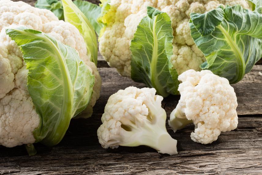 A természetes forrásokról árulkodik a folsav latin eredetű neve, a folium, ami a levél szóból alakult ki. Elsősorban tehát a zöld leveles zöldségek tartalmazzák nagy mennyiségben. A karfiol folsavtartalma emellett az agyvérzés kockázatát is csökkenti.