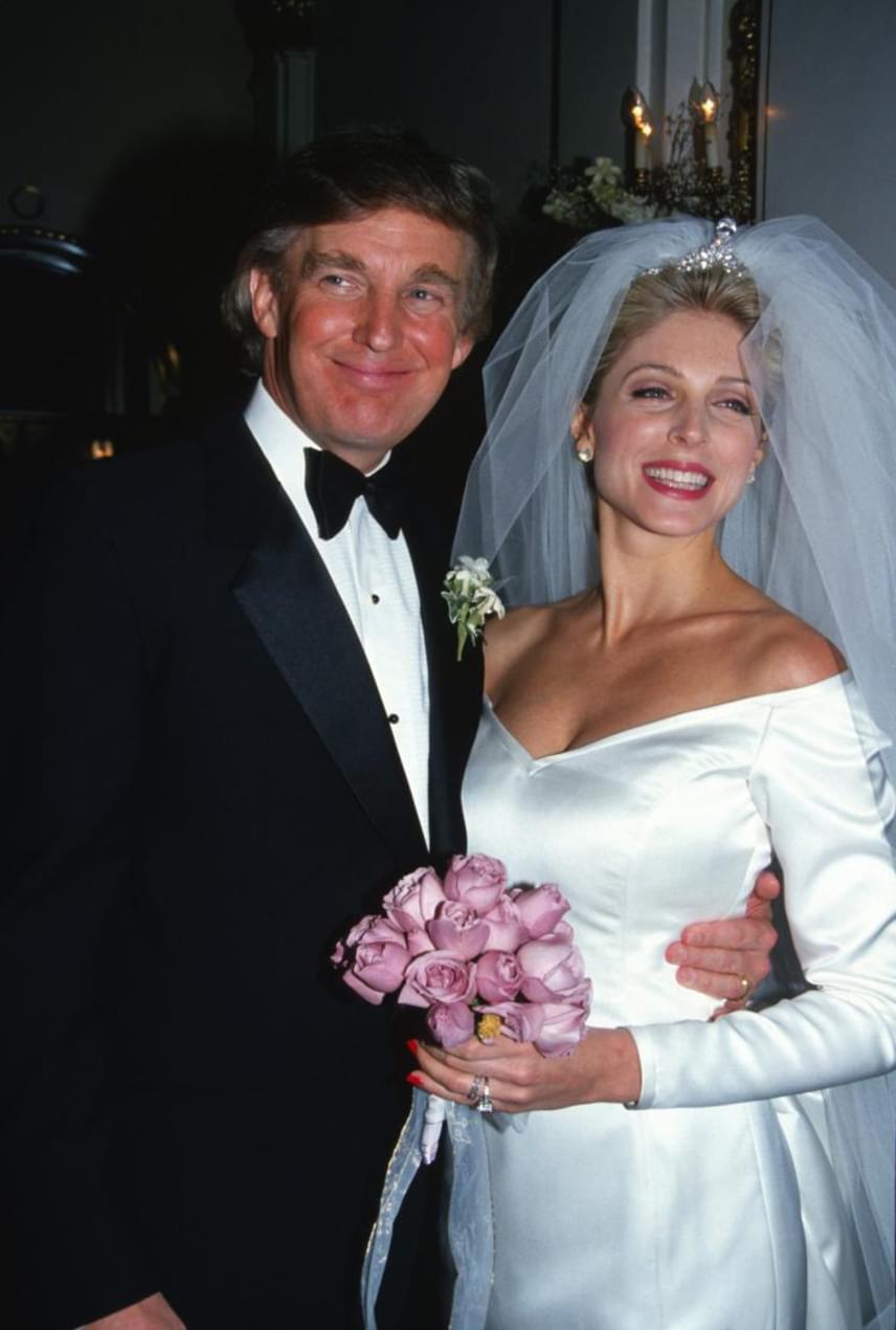 Donald Trump ugyanis beleszeretett Marla Maples amerikai színésznőbe. Szeretők lettek, és érte hagyta el három gyermeke anyját, Ivanát.