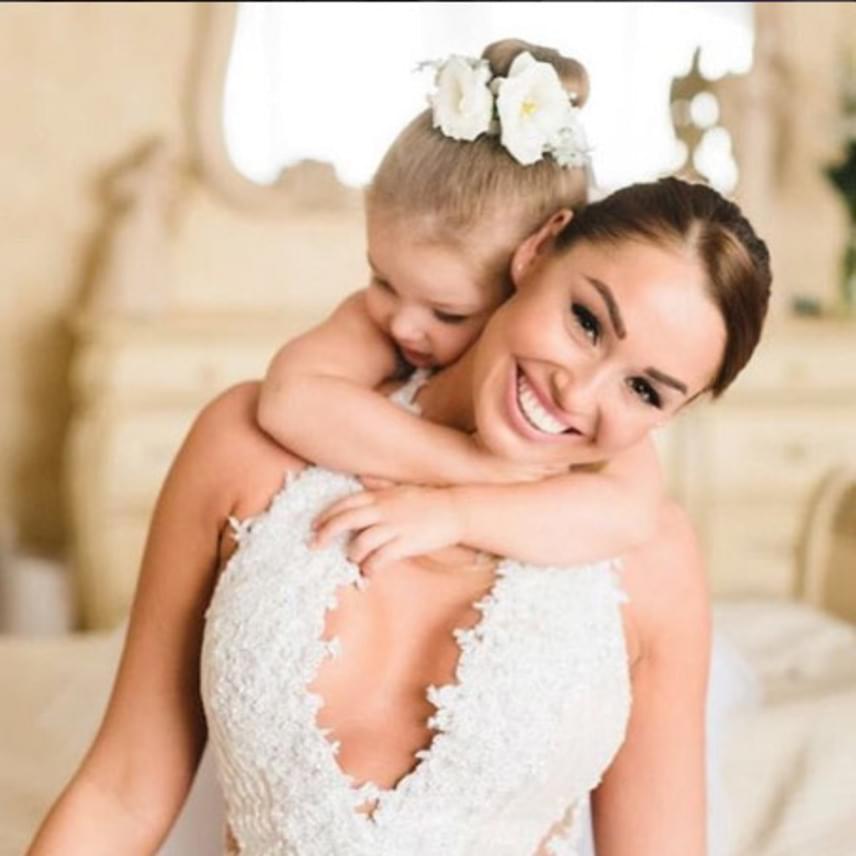 A párnak 2014 áprilisában született meg a kislánya, Lia, aki természetesen szintén jelen volt a lagziban.