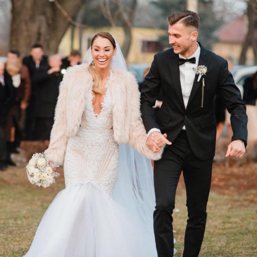 Priskin Tamás és párja decemberben mondták ki a boldogító igent. A 30 éves focista nyolc éve bolondul gyönyörű kedveséért.