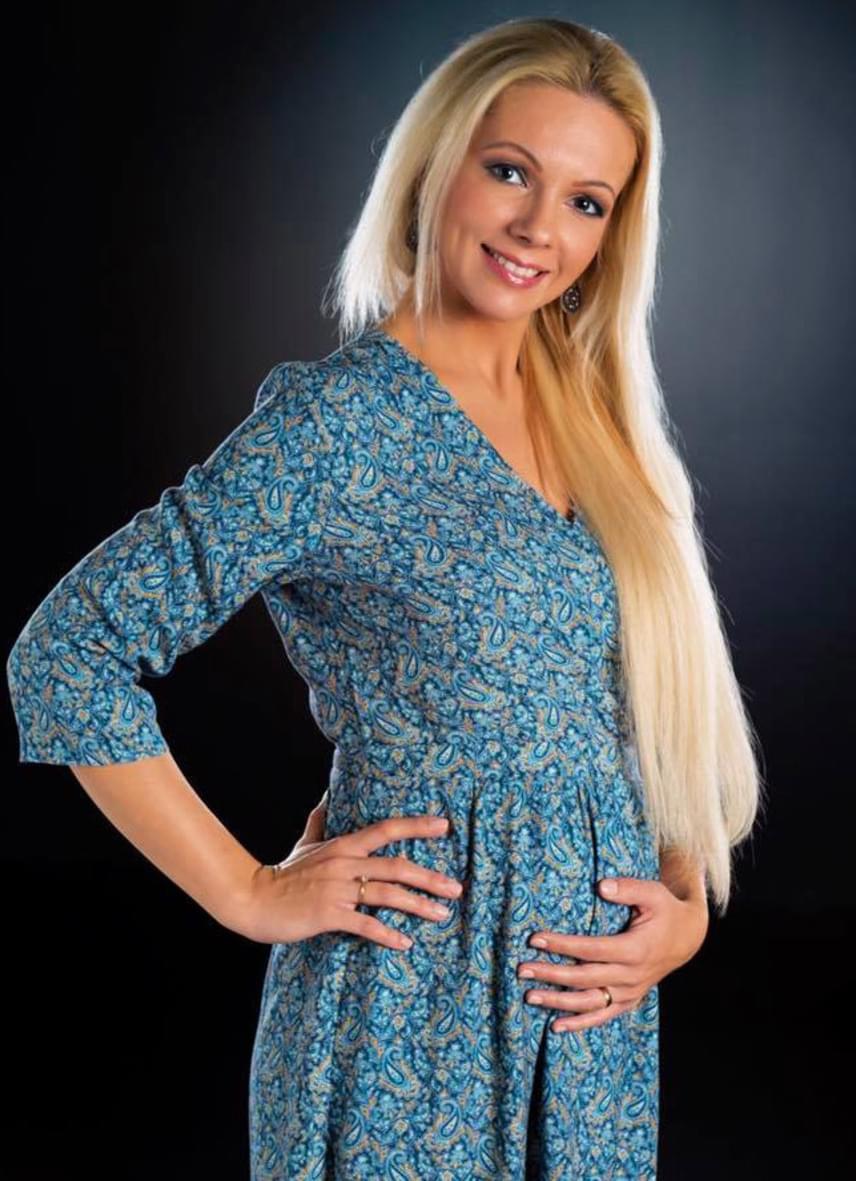 Magyar Rózsa népdalénekes, a Muzsika TV műsorvezetője szeptemberben árulta el a nagy nyilvánosságnak, hogy második gyermekét várja, túl van a kritikus 12. héten. Első gyermeke, Petra egy hónappal korábban a vártnál, 2014 nyarán jött világra.