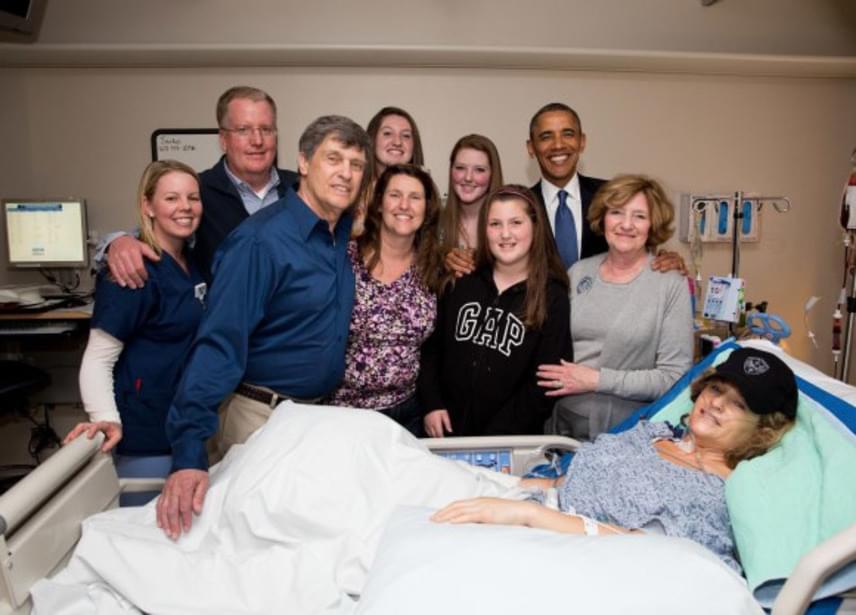 Mike a történtek után különös vonzalmat érzett Roseann iránt, és néhány nappal később meglátogatta a kórházban, ahol még Obama elnök is tiszteletét tette. A látogatások hamarosan rendszeressé váltak, és bár a nő eleinte nem volt túl kedves a tűzoltóhoz, később megváltozott a viselkedése.