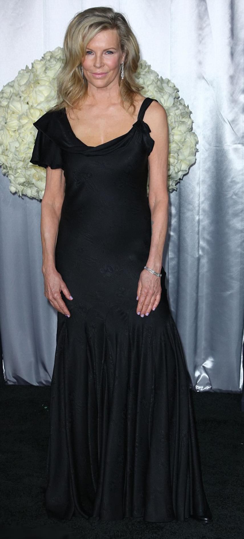 Kim Basinger legismertebb filmje a Kilenc és fél hét című erotikus film, amiben Mickey Rourke-kal melegedett össze a nyolcvanas évek közepén. Azóta nem csak a színésznő, hanem Mickey Rourke is elveszítette egykori sármját.