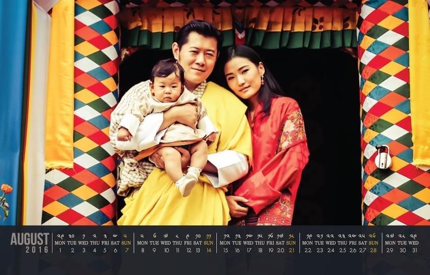 A 36 éves bhutáni király és 26 éves királyné 2011-ben kötött házasságot, első gyermekük megérkezésére pedig öt évvel később került sor.