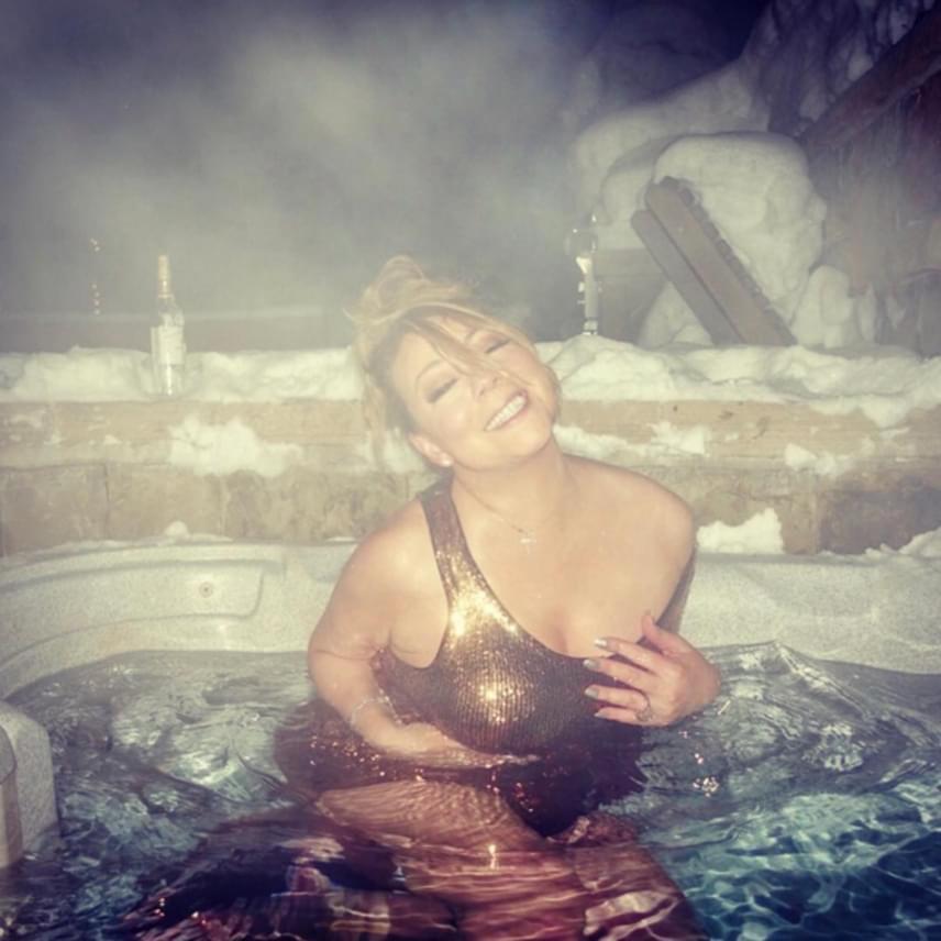 A Grammy-díjas énekesnő nem ijed meg egy kis hidegtől, néhány hete Aspenben például egy forró fürdőben vészelte át a fagyokat.
