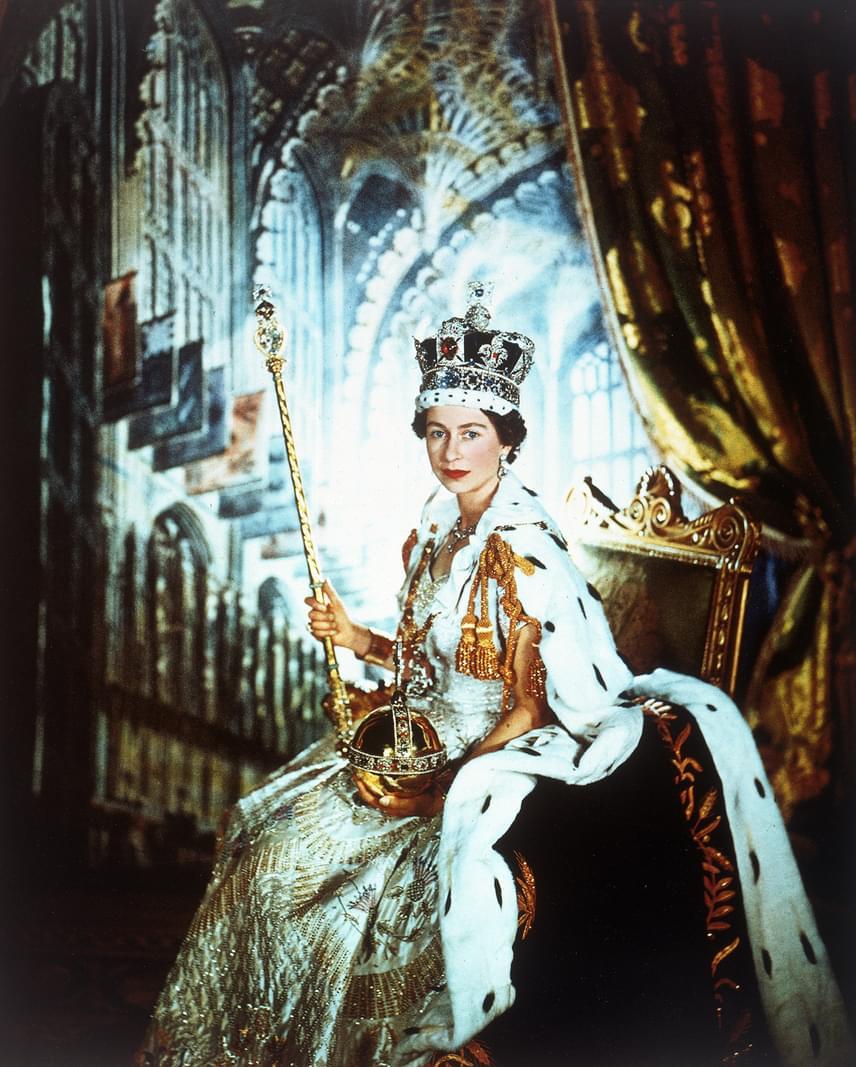 Erzsébet királynő mindössze 25 éves volt, amikor trónra lépett édesapja, VI. György brit király halála után. A koronázási ceremóniára több mint egy évvel később, a gyászidőszak letelte után 1953. június 2-án került sor.