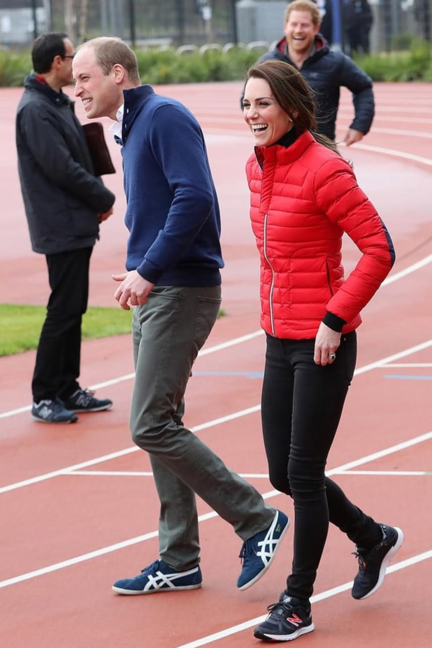 Láthatóan nem rossz szájízzel végződött a verseny: Harry ugyan nagyon örült a győzelmének, de Katalin és Vilmos sem bánkódtak.