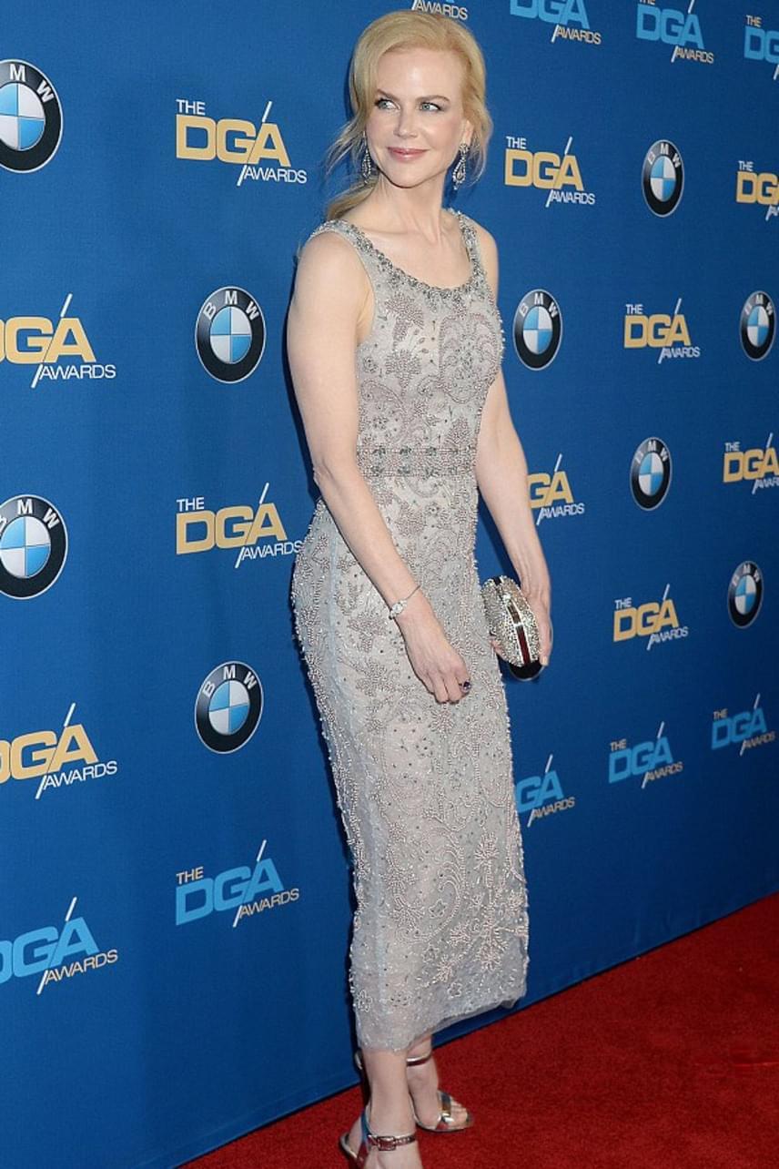 Nicole Kidman visszanyerte bájos vonásait, hála a lassacskán teljesen felszívódó botoxnak. A gálán elképesztően gyönyörű volt, ezüst ruháját nem győzték dicsérni.