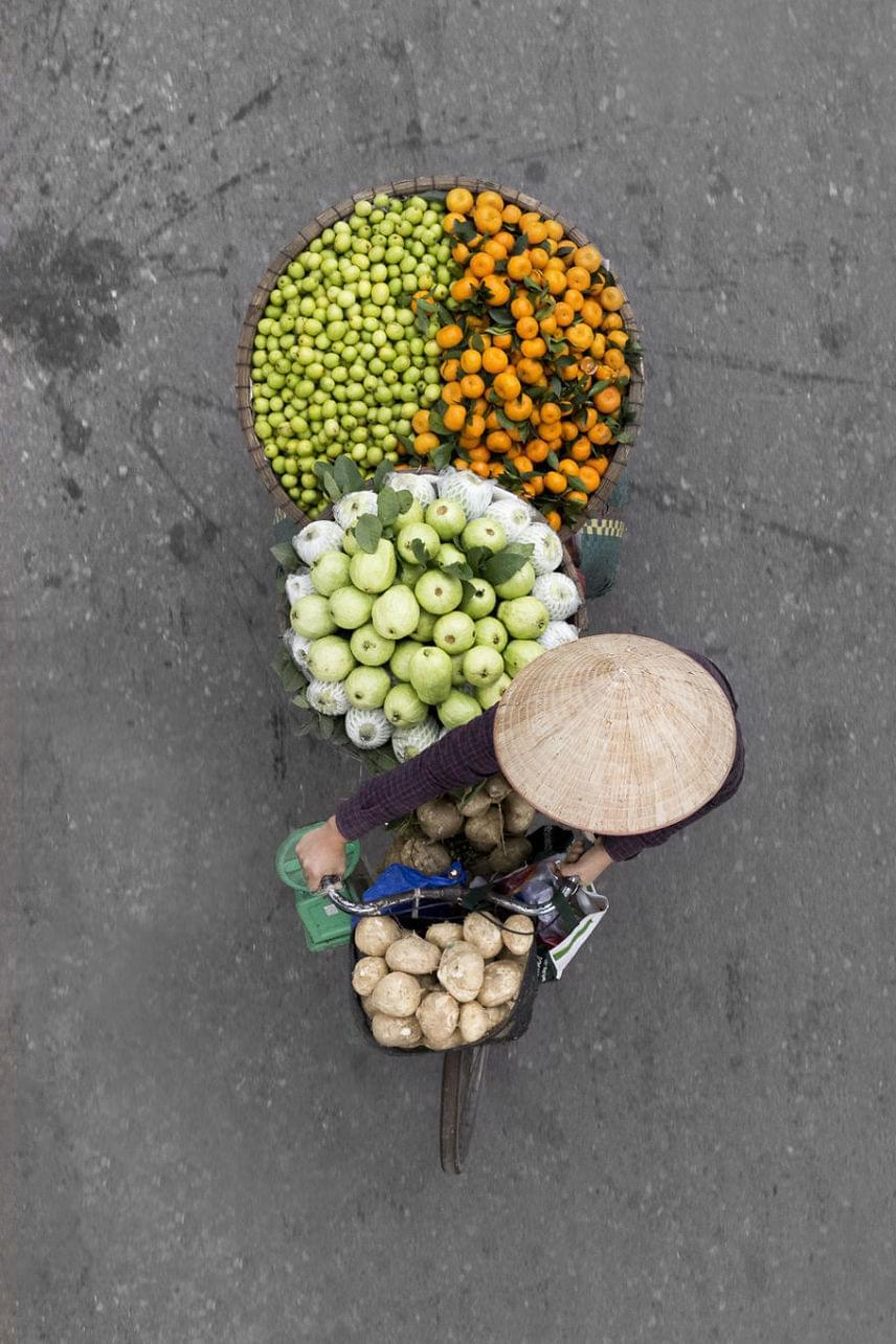 A szállítók nagy része női bevándorló, akik a távol-keleti ázsiai régió még szegényebb országaiból érkeznek. Sokan vidékről jönnek fel a nagyvárosba, hogy ezzel a munkával keressenek egy kis plusz pénzt.