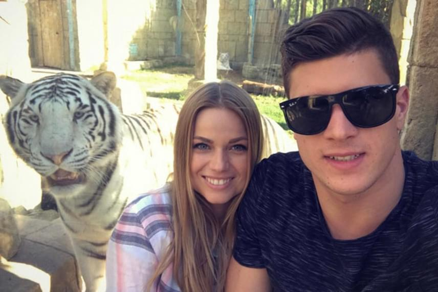 A 28 éves énekesnő és a 27 éves úszó januárban Spanyolországba utaztak,az útról több közös fotót is kitettek a Facebookra.
