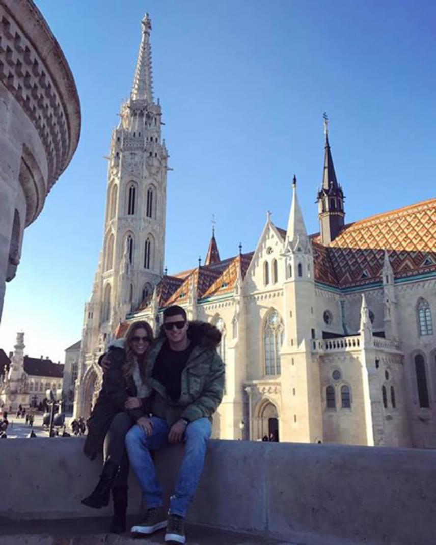 """""""Turistáskodtunk"""" - írta Cserpes Laura a Gyurta Danival közös fotója mellé, ami a hétvégén készült."""