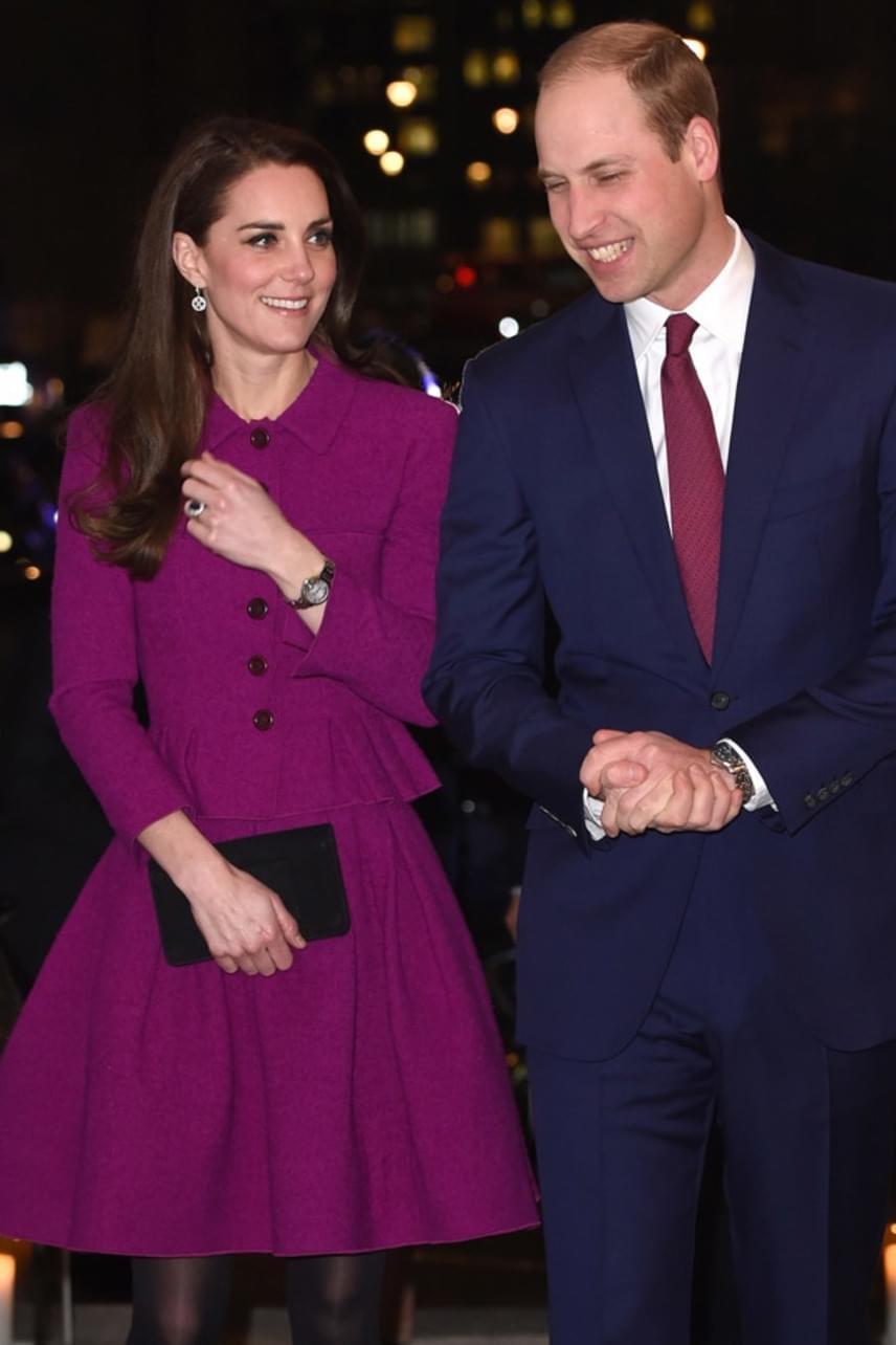 Vilmos herceg láthatóan nagyon büszke volt csinos feleségére, a trónörökös egész este el nem mozdult a közeléből.