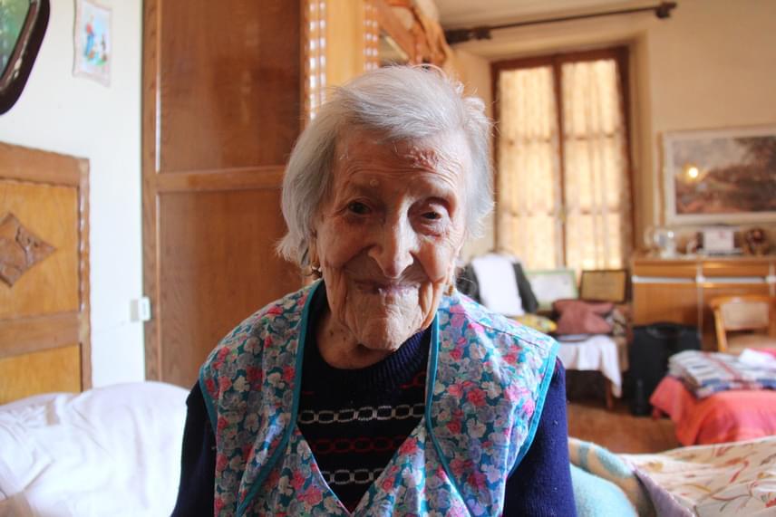 A hosszú életkort sokan a genetikai örökséggel indokolják, Emma Morano családjában ugyanis többen is nagyon sokáig éltek. Édesanyja, illetve egyik nagynénje - és testvérei között is volt ilyen - is betöltötte a 90-et, egyik lánytestvére pedig 102 évesen hunyt el.