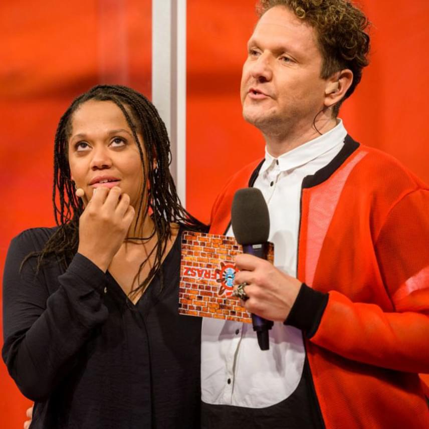 Kandech Evelyne a VIASAT3 Sikítófrász című műsorában fakad ismét dalra.