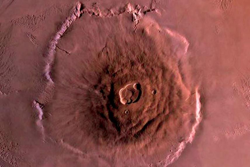 Az Olympus-hegy a Naprendszer legnagyobb ismert hegye, több mint 21 kilométer magas. Azt eddig is tudták, hogy mérete több százezer kitörés következménye lehet, de ennyire pontos alátámasztást még sosem nyert az elmélet.