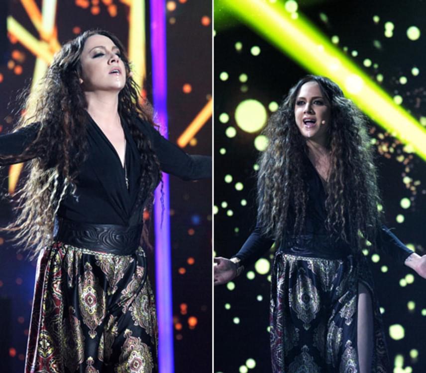 Az énekesnő hullámos, hosszú hajával és ruhájával a kritikusok szerint úgy nézett ki, mint egy sámánasszony.