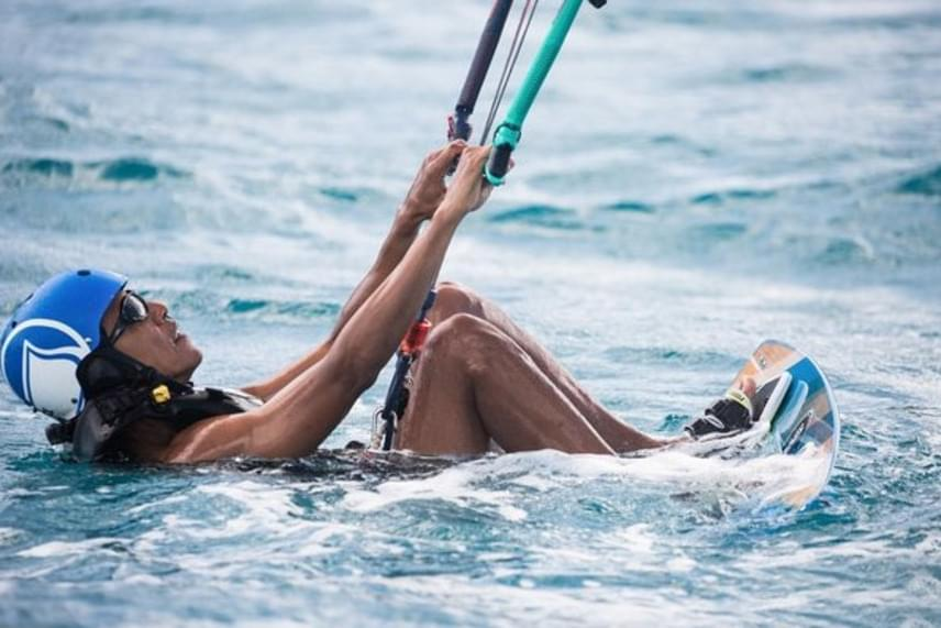 Mivel Hawaiion töltötte a gyerekkorát, Obama remek szörfös. Örült, hogy végre visszatérhetett egyik kedvenc hobbijához.