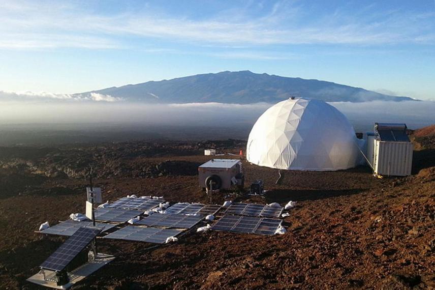 A utahi szimulációban részt vevő csoport ezt követően többek között a kanadai sarkköri területen, Devon-szigeten mérettetett meg további 80 napon keresztül, valamint egy hosszú kísérlet zajlott a képen látható hawaii Mauna Loa vulkán vidékén is, ahol egy Mars-házat is kialakítottak számukra. Ezen felül Houstonban, Floridában, Szardíniában és Moszkvában is komoly szimulációs kísérletek zajlottak.