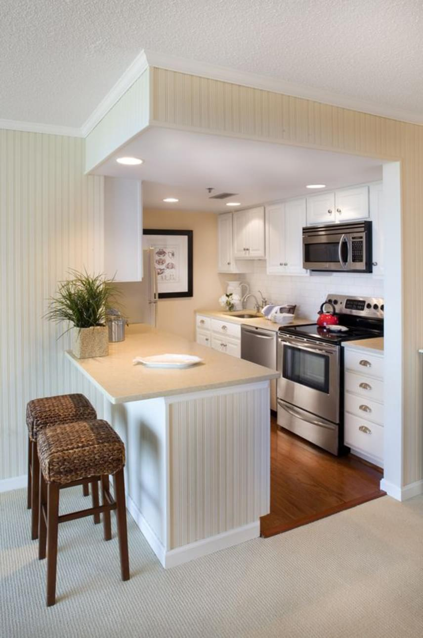 A kockakonyha elnevezés négyzet vagy téglalap alaprajzú konyhát takar, melyet azonban nem fal vesz körül minden irányból: míg az egyik oldalán jellemzően a konyhaszekrények és konyhai berendezések foglalnak helyet, a másik nyitott a lakótér irányába, és pulttal köti össze azt.