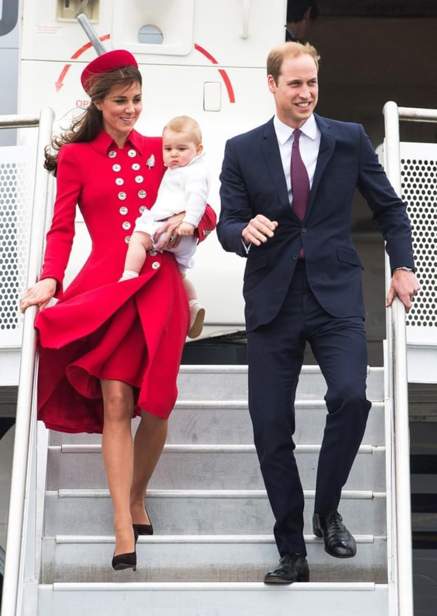 György herceg első külföldi útján Katalin ebbe a dögös piros kabátruhába bújt - egész Új-Zéland el is ámult tőle.