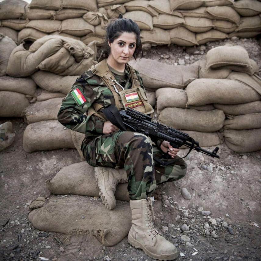 Mivel a Kurd Népvédelmi Egységek nevű milícia Európában és Amerikában terrorszervezetnek számít, Joanna hazatérte után a dán hatóságok elkobozták az útlevelét. Ám a 23 éves lány ezután is visszament Szíriába, ezért most már fél év szabadságvesztéstől kell tartania.