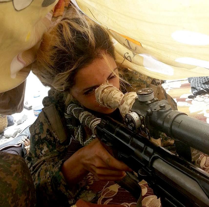 Ráadásul számos forrás szerint az Iszlám Állam egymillió dolláros vérdíjat tűzött ki Joanna fejére. Egy kurd hírportál szerint azonban ez nem lehet igaz, mivel a terrorszervezet nem adott ki erről hivatalos közleményt.