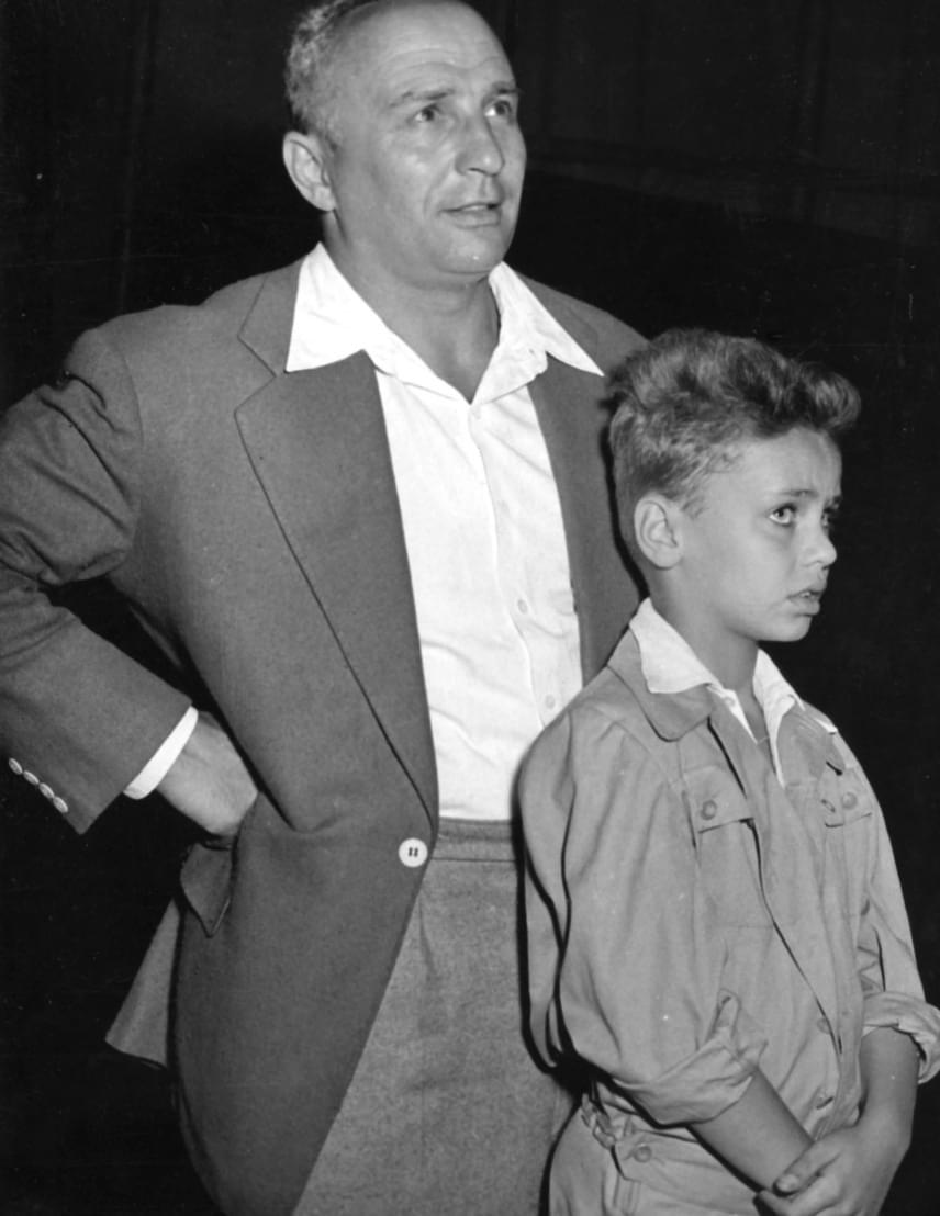 Alfonzó tehetségét fia, Markos György humorista is örökölte. Ez a felvétel az Alföldi Cirkusz előadásán készült róluk 1955 júliusában.