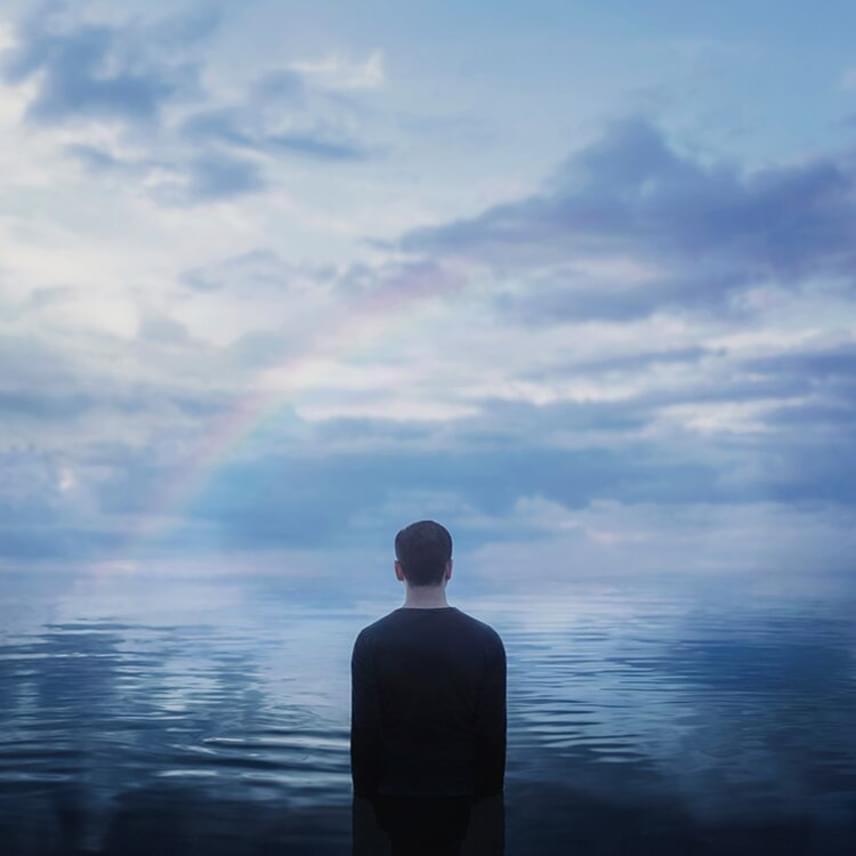 A fotós a Mymodernmet című online magazinnak azt mondja, szerinte élete legnagyobb leckéje volt a saját depressziója, illetve az ebből való kikászálódás. Szerinte ha valaki képes arra, hogy átfordítsa a magány és az elhagyatottság érzését, hatalmas erőforrással távozik a betegségéből. Gyengeségből erényt kovácsol magának.