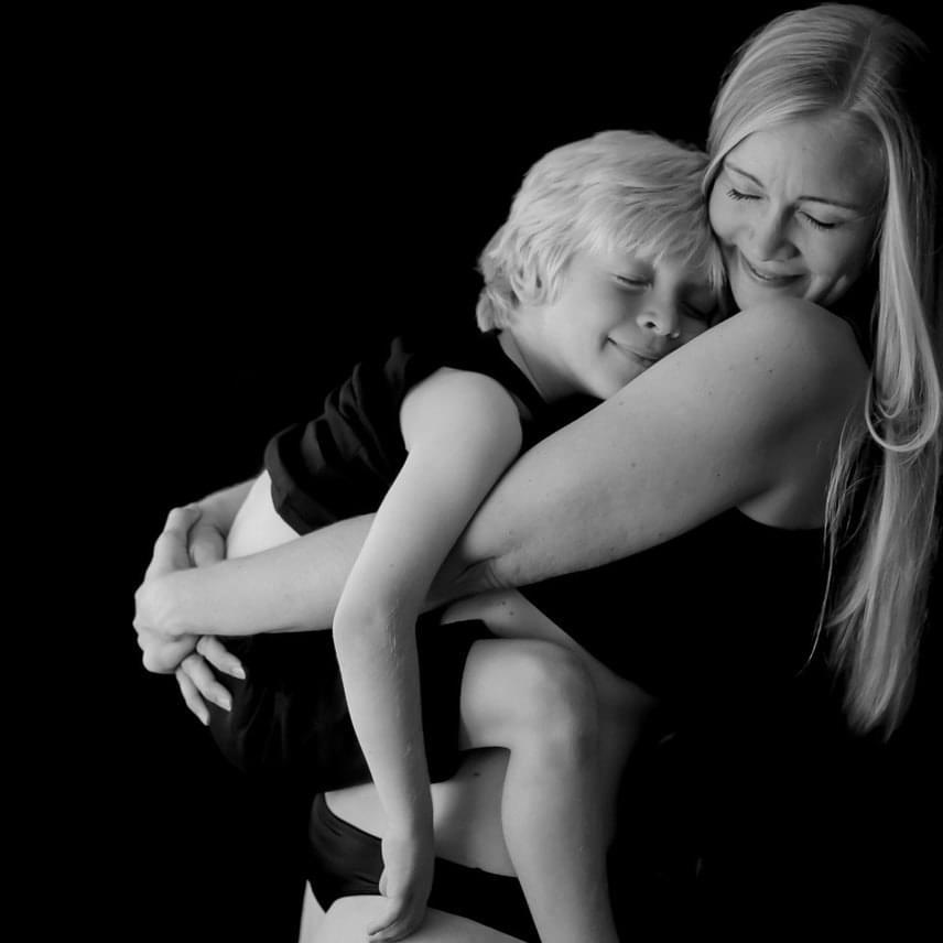 Nincs olyan orvosi ajánlás, mely szerint egy bizonyos kort elérve az anyának abba kellene hagynia a szoptatást. Az AAP - Amerikai Gyermekgyógyászati Akadémia - szerint 12 hónapig, ha van rá mód, az anyának mindenképpen érdemes szoptatnia. Azt azonban nem határozzák meg, hogy meddig. A WHO szerint az időszak, ameddig mindenképp érdemes szoptatni, a kétesztendős kor, illetve afelett - a lényeg pedig a mondat végén szerepel.