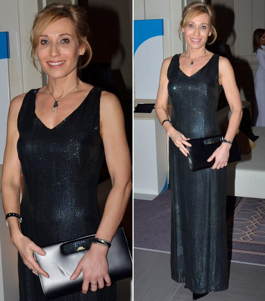 Bombera KrisztinaAz ATV műsorvezetője Joó Beatrix, a Sentiments Couture tervezőjének egy letisztult, fekete ruháját viselte hozzá passzoló retiküllel.