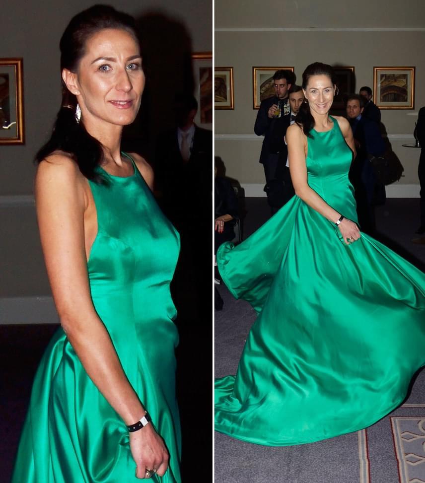 Doszpot EvelinDoszpot Péter feleségének zöld, uszályos ruhája Nagy Orsolya, a NOS Collection tervezőjének keze munkája.