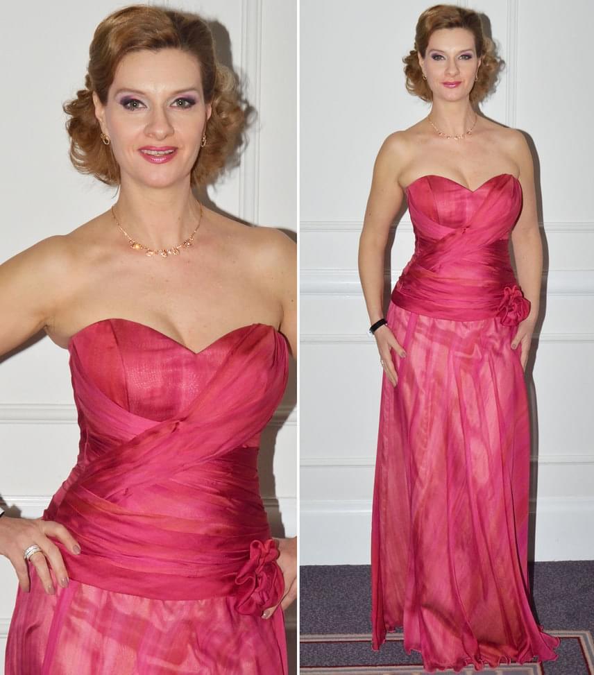 Janza KataA színésznő rózsaszín, színátmenetes ruháját a kaposvári divattervező, Lovász Márta tervezte.