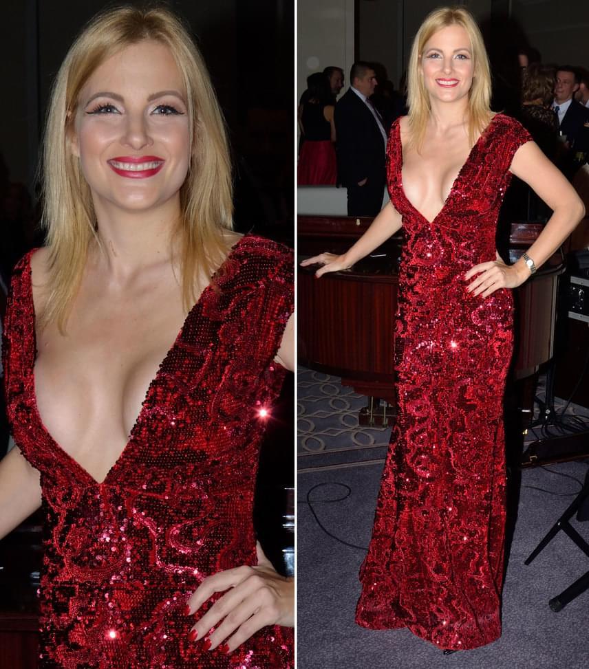 Várkonyi AndreaA TV2 műsorvezetője az est legmerészebben dekoltált estélyi ruháját viselte, amelyet Léber Barbara tervezett.