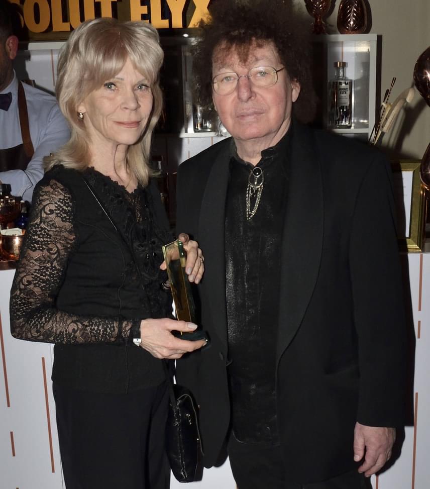 Demjén Ferenc és felesége  A Év Különdíját elnyert énekes-dalszerző amerikai feleségével, Rebeccával gálázott, akivel már több mit 20 éve él boldog házasságban.