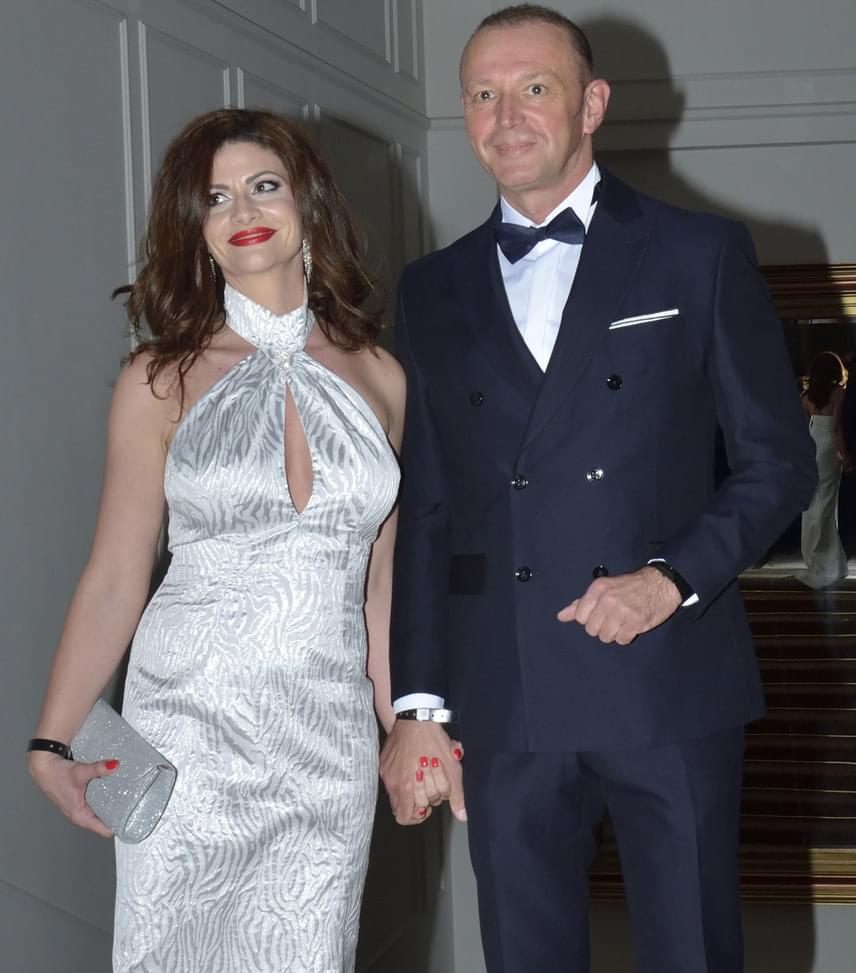 Győrfi Pál és felesége                         Az az Országos Mentőszolgálat szóvivője, gyönyörű feleségégével, Adriennel lépett a vörös szőnyegre.