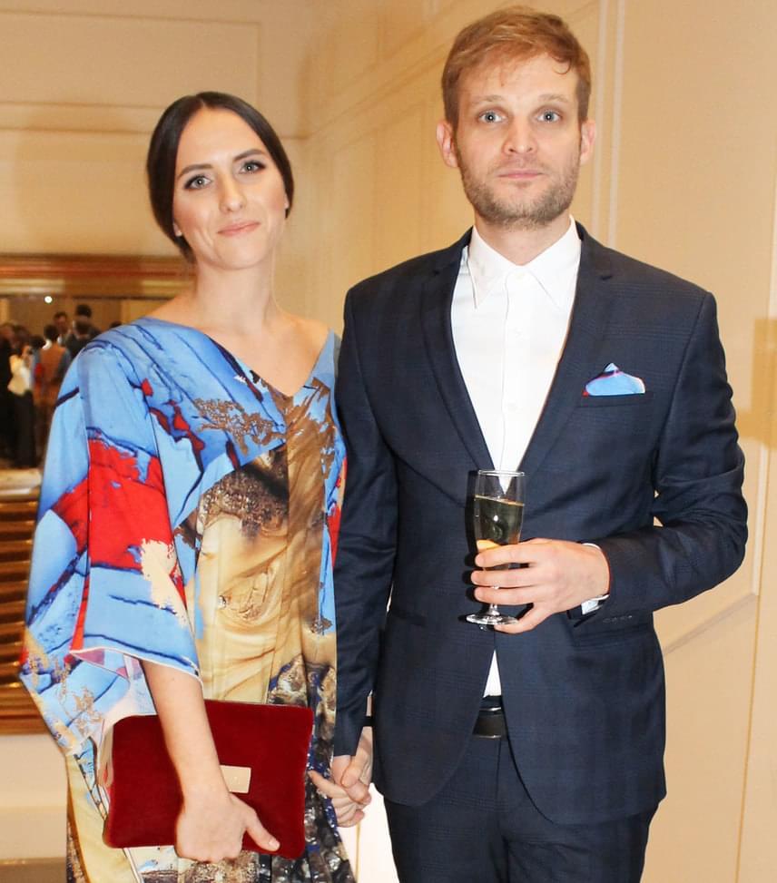 Puskás Peti és párja  Az énekes, a 2016-os X-Faktor mentora párjával, Eke Angéla színésznővel vett részt a Story-gálán.