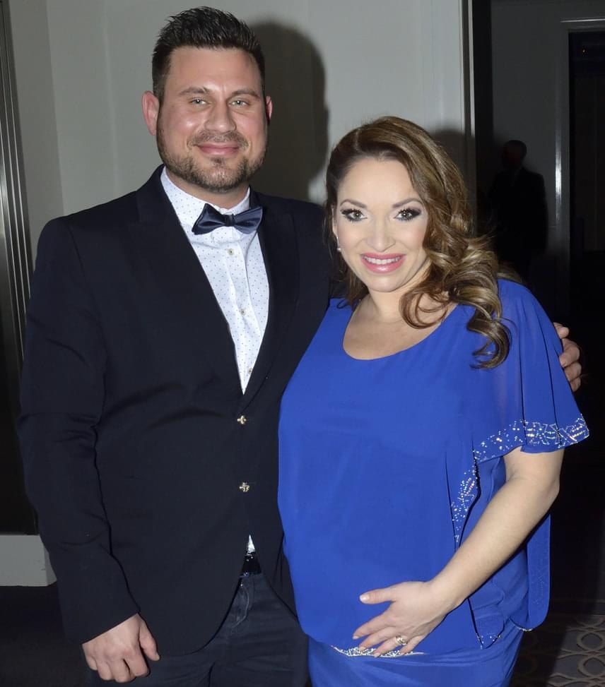 Völgyi Zsuzsi és férje  Az énekesnő és férje már alig várják, hogy másfél évvel az esküvőjük után megszülessen a kislányuk.